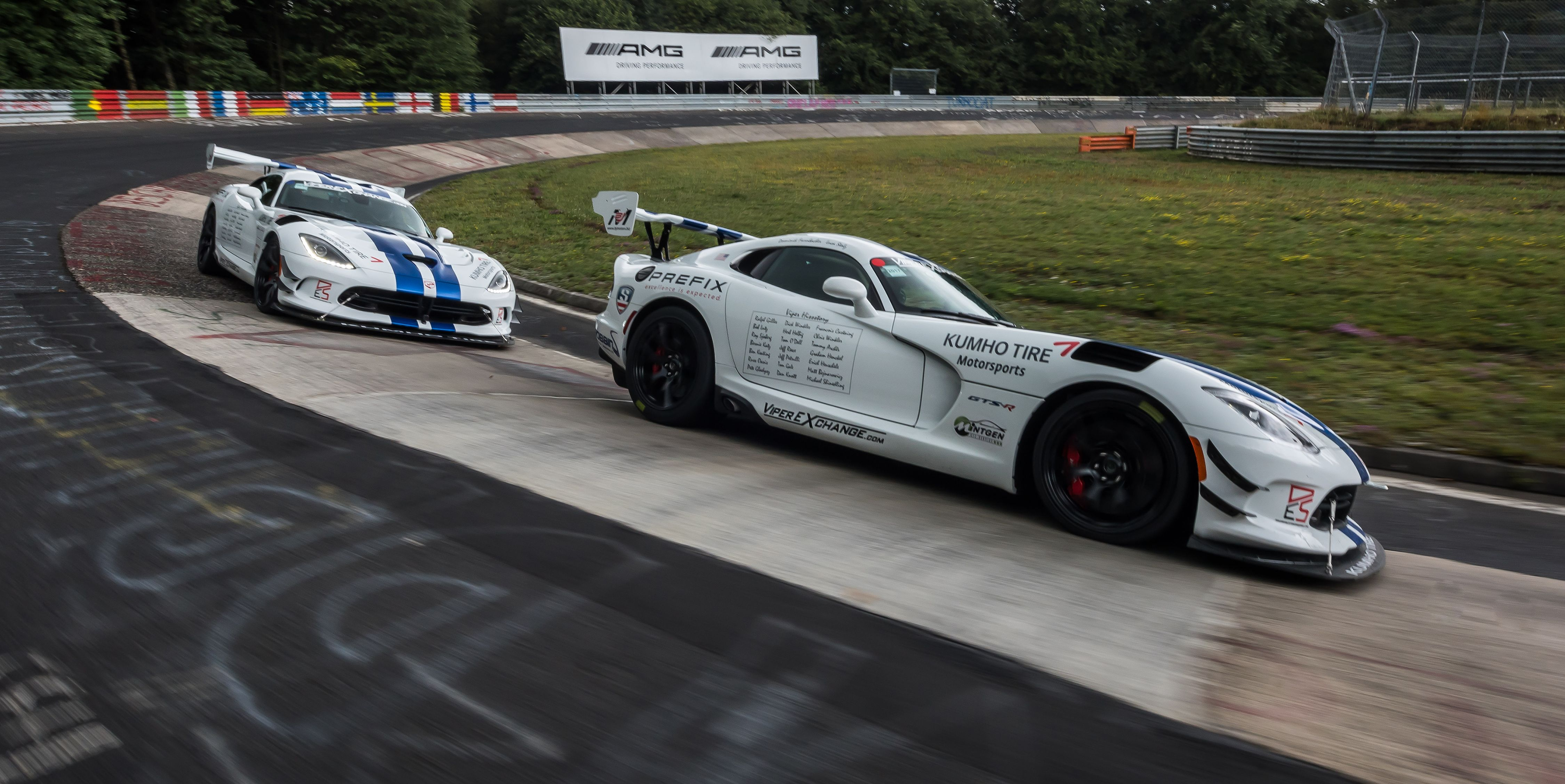 How Viper Fans Crowdfunded the Nurburgring Record Dodge Never Attempted