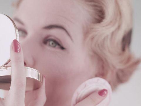 Ringiovanimento viso: botulino o acido ialuronico?