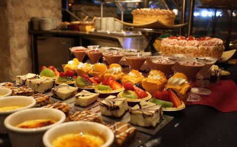 Astounding The Best Christmas Buffet In Every State Buffets Open On Home Interior And Landscaping Oversignezvosmurscom