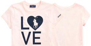 T-shirt voor borstkankeronderzoek op witte achtergrond