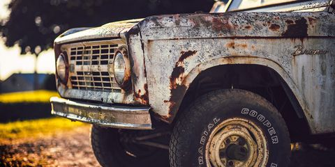 Land vehicle, Vehicle, Car, Motor vehicle, Automotive tire, Tire, Off-roading, Rust, Off-road vehicle, Bumper,