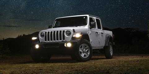 Land vehicle, Vehicle, Automotive tire, Tire, Car, Sky, Jeep, Automotive exterior, Bumper, Off-roading,
