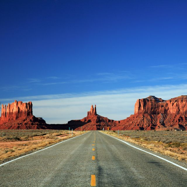 road into monument valley