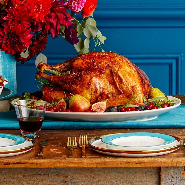 roast turkey recipe, thanksgiving turkey on table