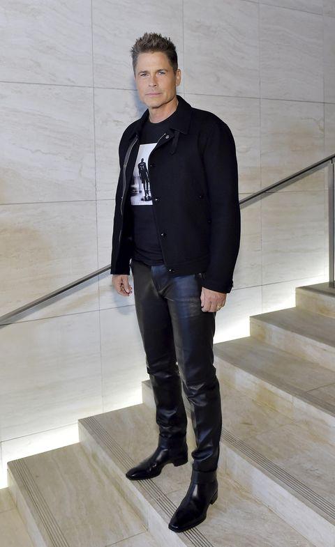 el actor rob lowe posa de cuerpo entero en febrero de 2020