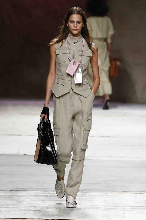 Fashion model, Fashion show, Fashion, Runway, Clothing, Shoulder, Fashion design, Street fashion, Public event, Human,