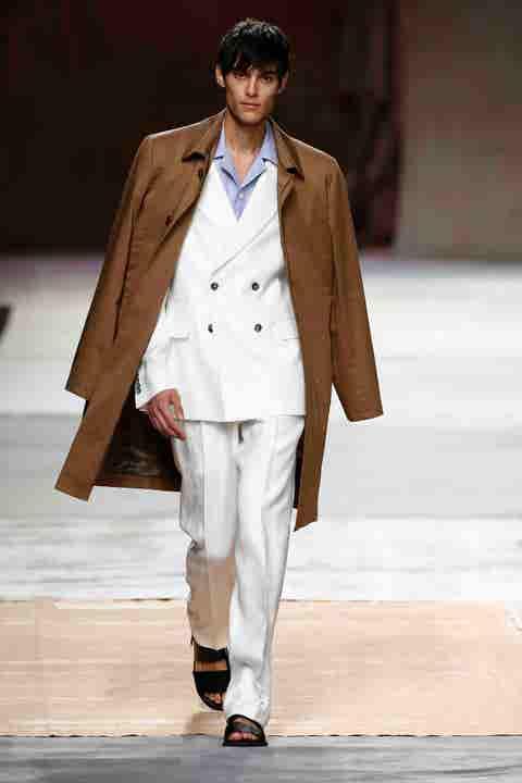 Fashion model, Runway, Fashion, Fashion show, Clothing, Outerwear, Coat, Human, Public event, Fashion design,