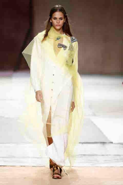 Fashion model, Fashion show, Fashion, Clothing, White, Runway, Fashion design, Formal wear, Haute couture, Sari,