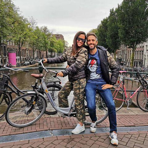 Roberto Leal y su mujer Sara en Amsterdam