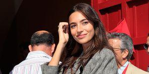 La modelo Rocío Crusset podría estar de nuevo enamorada. La hija de Mariló Montero y Carlos Herrera se mostró de lo más cómplice con un apuesto hombre en una corrida de toros en la Maestranza de Sevilla.