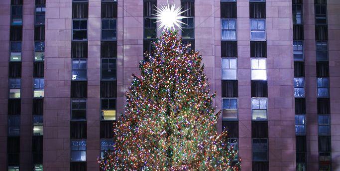 Оглядываясь на 90-летие рождественских елок Рокфеллера