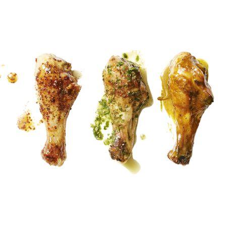 Gegrillte Hähnchenkeulen mit glasierter süßer und würziger Sauce, Knoblauch-Kräutersauce, Kokos-Curry-Sauce