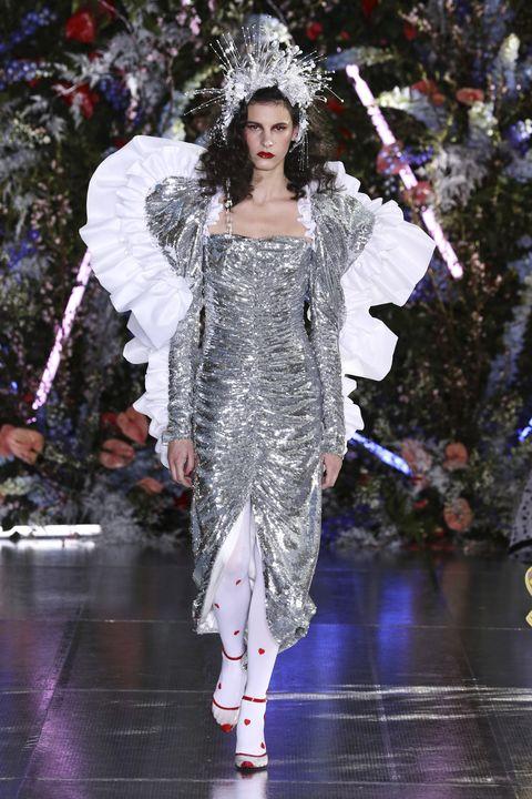 Fashion, Fashion model, Runway, Haute couture, Fashion show, Event, Fashion design, Winter, Dress,