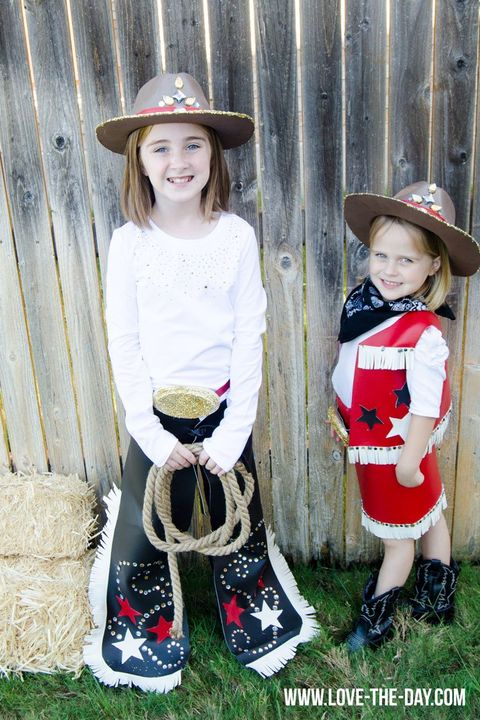 17 Sister Halloween Costumes How To Make Diy Costumes For Sisters