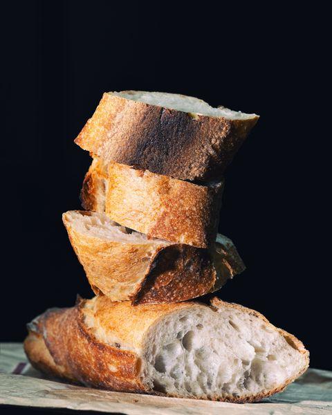 Possiamo mangiare la parte buona del pane con la muffa (oppure no?)