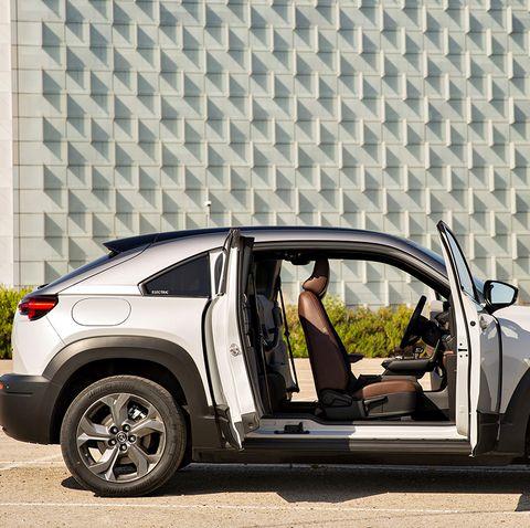 exterior e interior del nuevo mazda mx 30 eléctrico