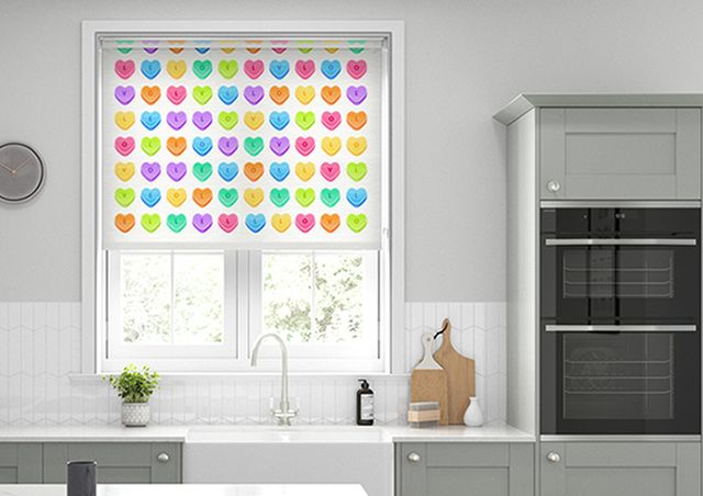 blinds with candy hearts