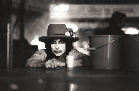Black, White, Black-and-white, Monochrome, Monochrome photography, Snapshot, Photography, Hat, Headgear, Fun,