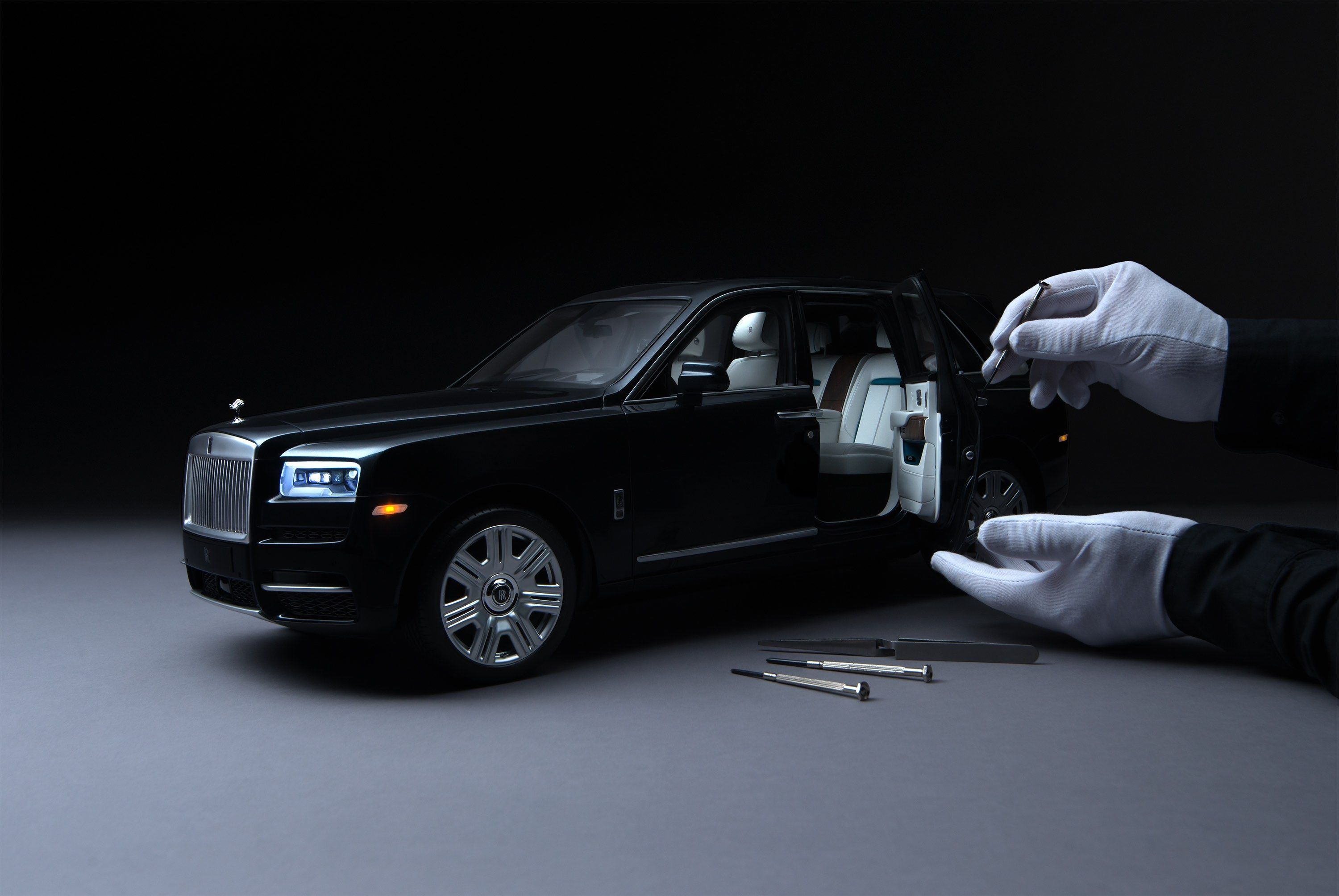 Rolls Royce S 1 8 Scale Cullinan Model Shrinks The Real Deal