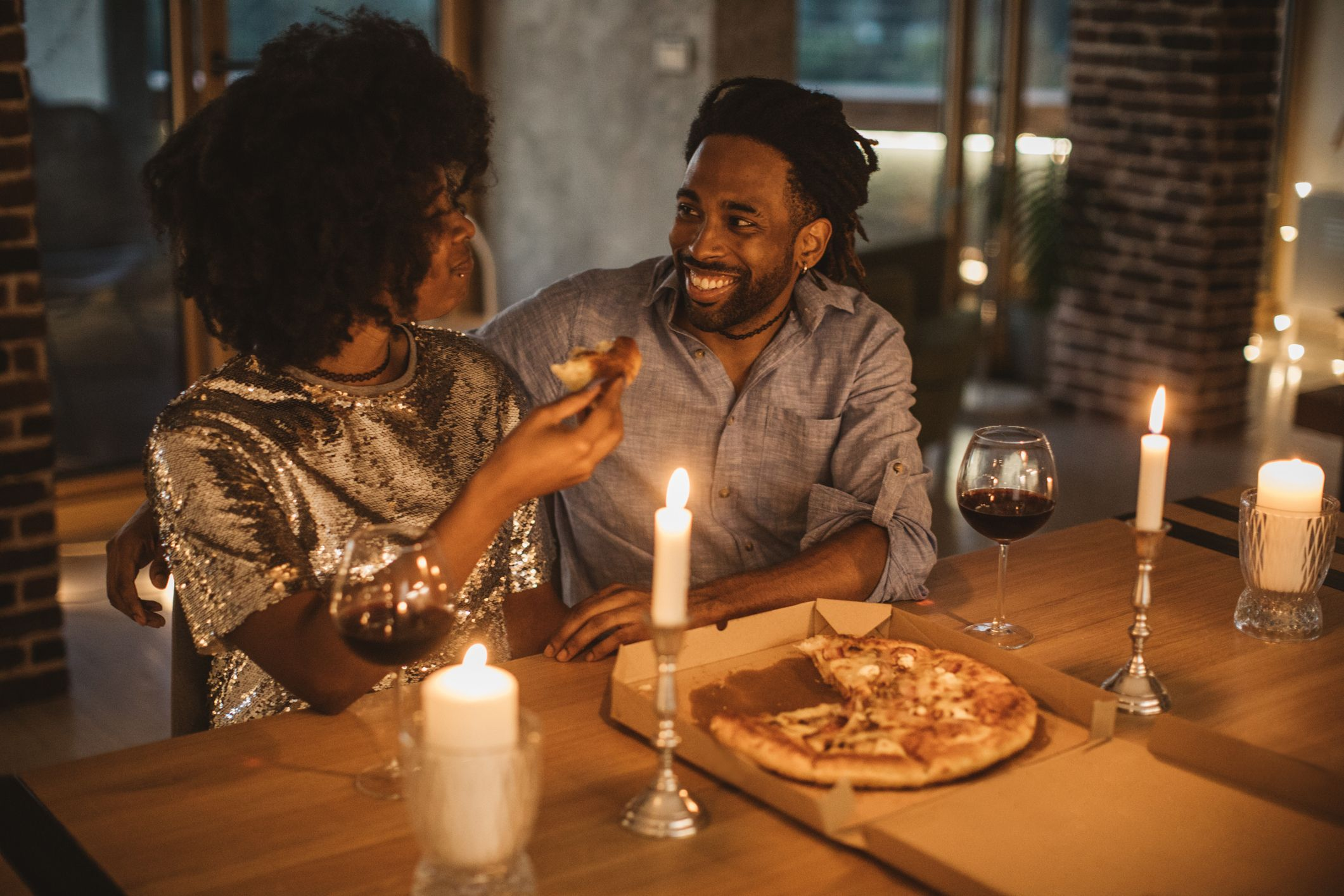 romantiline pitsaõhtu kodus