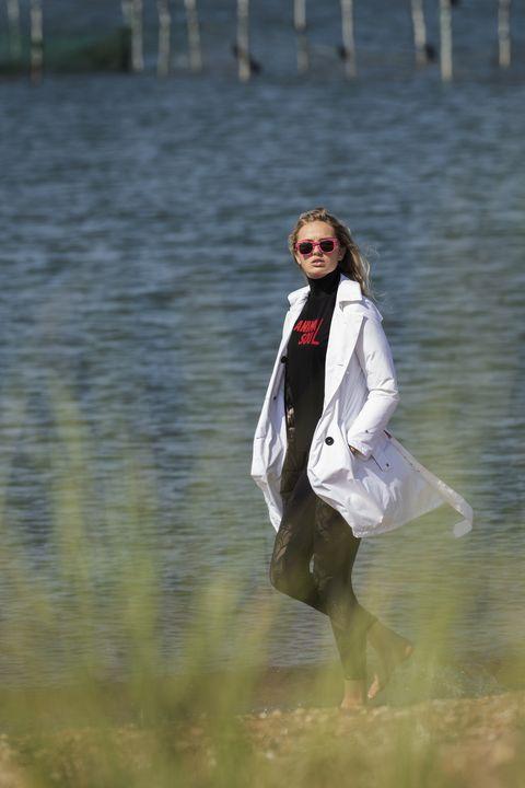 Romee-Strijd-moda-navy-Herno-Laminar-Couture-Engineering