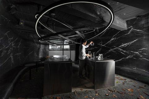 世界50大酒吧room by le kief聯合名廚江振誠推出限量菜單,「烏魚子調酒、栗子海膽」探索味覺極限