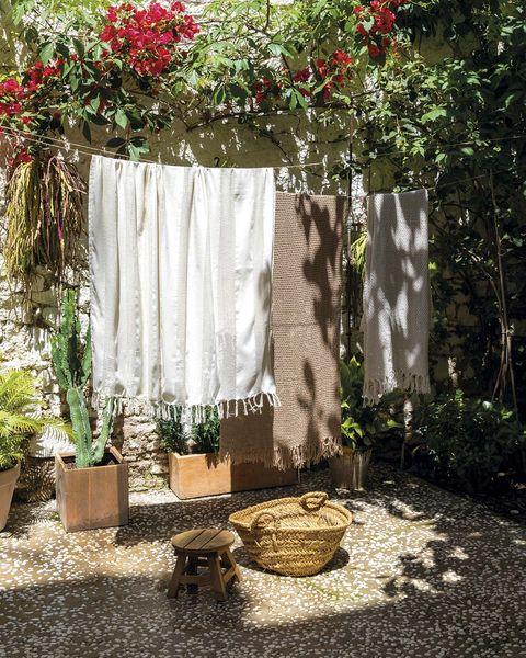 mantas tendidas en el patio