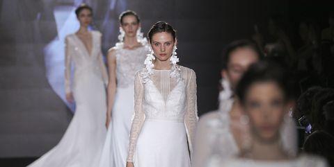 6e4179f020d1 Abiti da sposa 2019  le maniche couture protagoniste delle tendenze ...