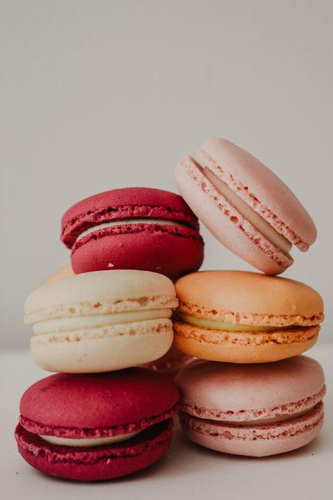 Macaroon, Sandwich Cookies, Sweetness, Pink, Pâtisserie, Food, Dessert, Cuisine, Buttercream, Baked goods,