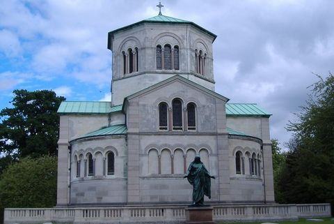 Building, Place of worship, Landmark, Architecture, Church, Sky, Chapel, Parish, Estate, House,