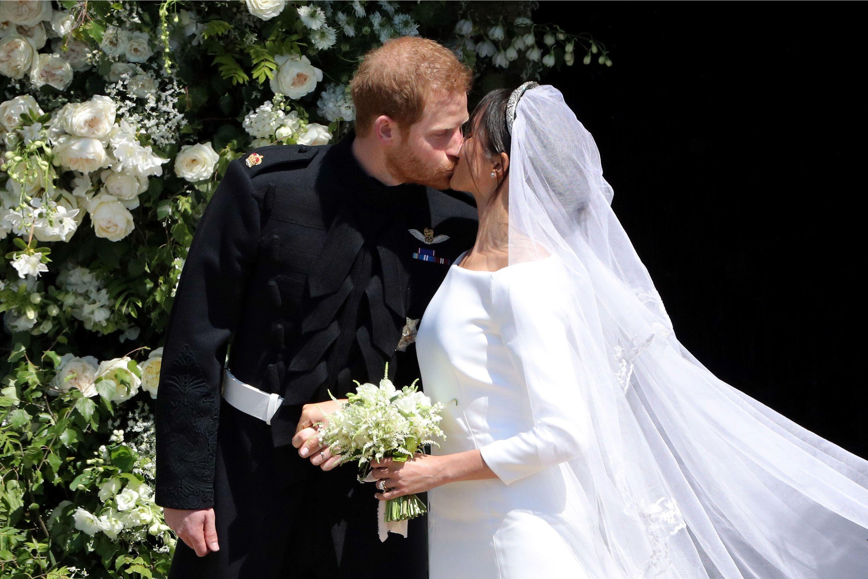 https://hips.hearstapps.com/hmg-prod.s3.amazonaws.com/images/royal-wedding-1526735011.jpg