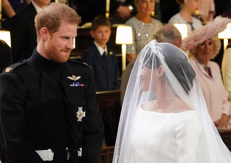 https://hips.hearstapps.com/hmg-prod.s3.amazonaws.com/images/royal-wedding-2018-prince-harry-lip-1526752776.jpg