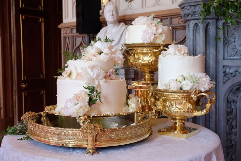 pictures royal wedding cakes meghan markle and prince harry s wedding cake pictures 18492