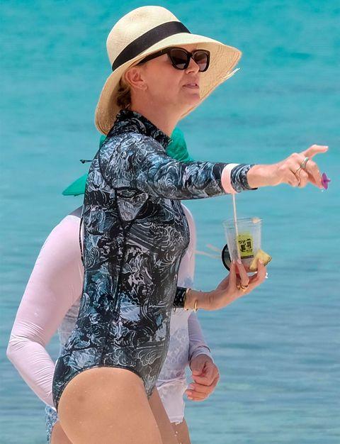 Charlize Theron, mami en Bahamas
