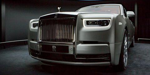 Land vehicle, Vehicle, Car, Luxury vehicle, Rolls-royce phantom, Rolls-royce, Automotive exterior, Motor vehicle, Automotive design, Grille,