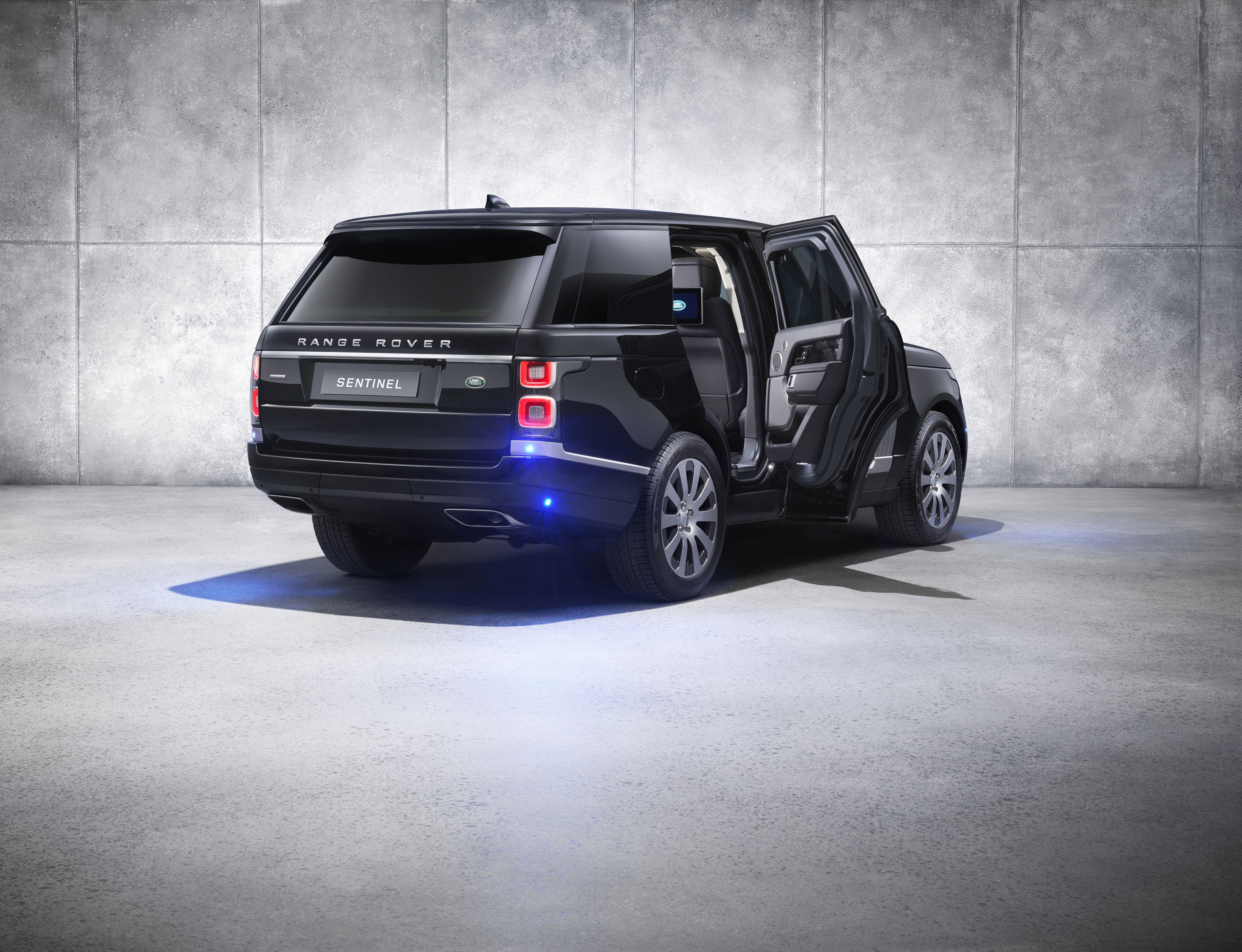 2019 Range Rover Sentinel 10 000 Pounds Of Armored Readiness