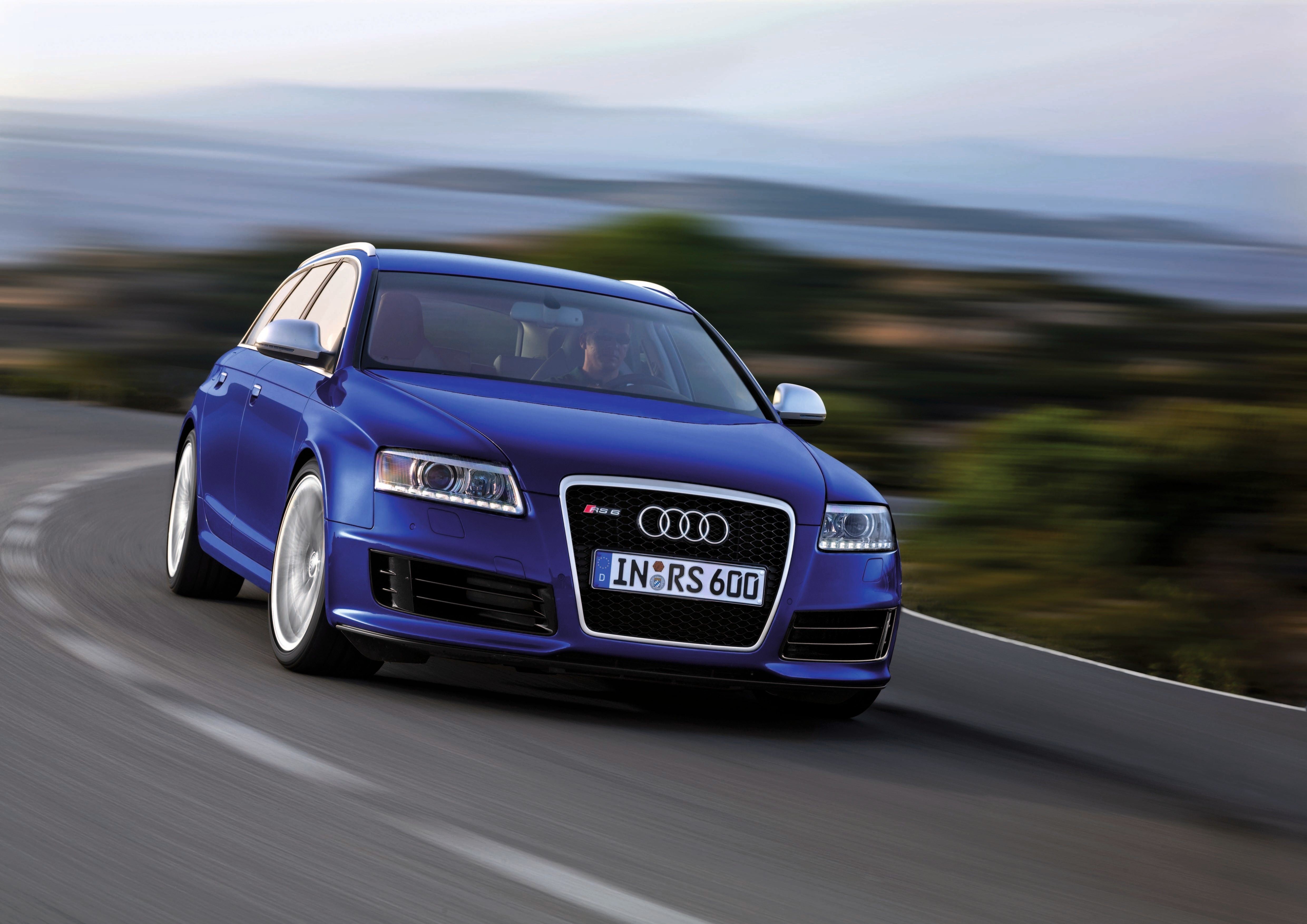 Remember When Audi Built a 571-HP V-10 RS6?