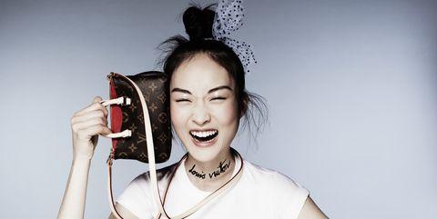 Finger, Shoulder, Eyelash, Hand, Elbow, Wrist, Fashion accessory, Style, Sitting, Fashion,