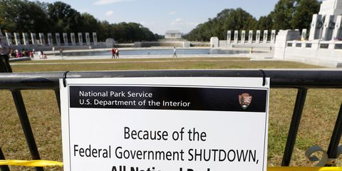 Sign announcing that all national parks are closed because of federal government shutdown