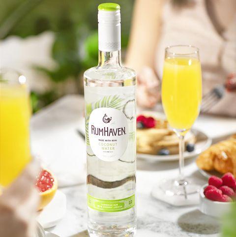 Drink, Alcoholic beverage, Liqueur, Distilled beverage, Pisco sour, Food, Alcohol, Wine cocktail, Cocktail, Bottle,