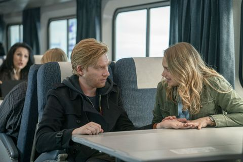 merritt weaver and domhnall gleeson in run season 1