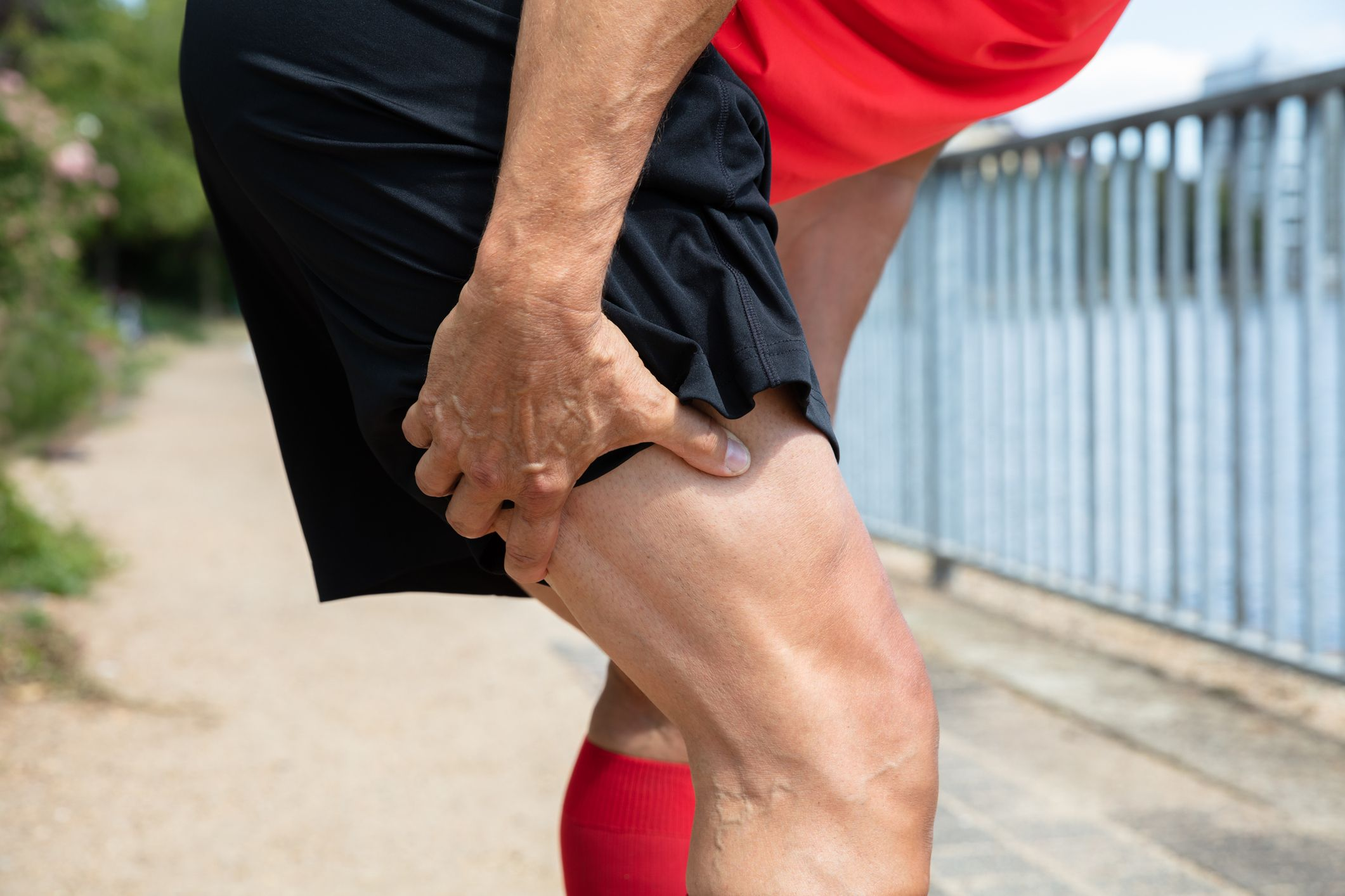 How to Treat Sore Hamstrings With Dynamic Stretches and Ice