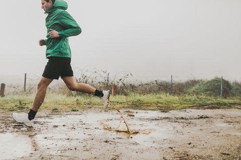 4401eca5990 Best Rain Gear for Runners 2019