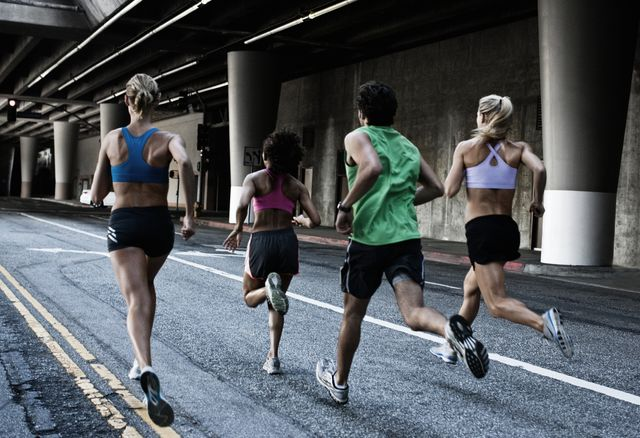 runners in the city