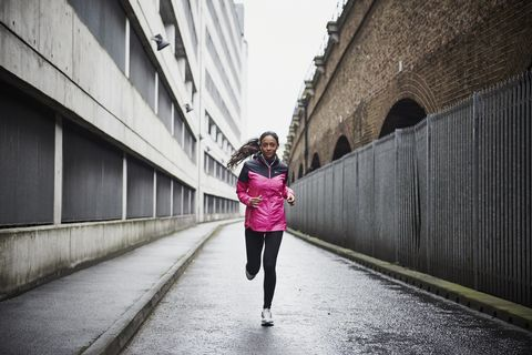 In a fartlek run, is there a minimum duration of faster intervals?