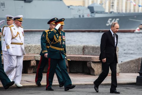 Putin attends parade on Russia's Navy Day