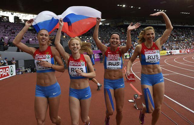 un equipo de relevos rusos celebra su victoria en un europeo de atletismo