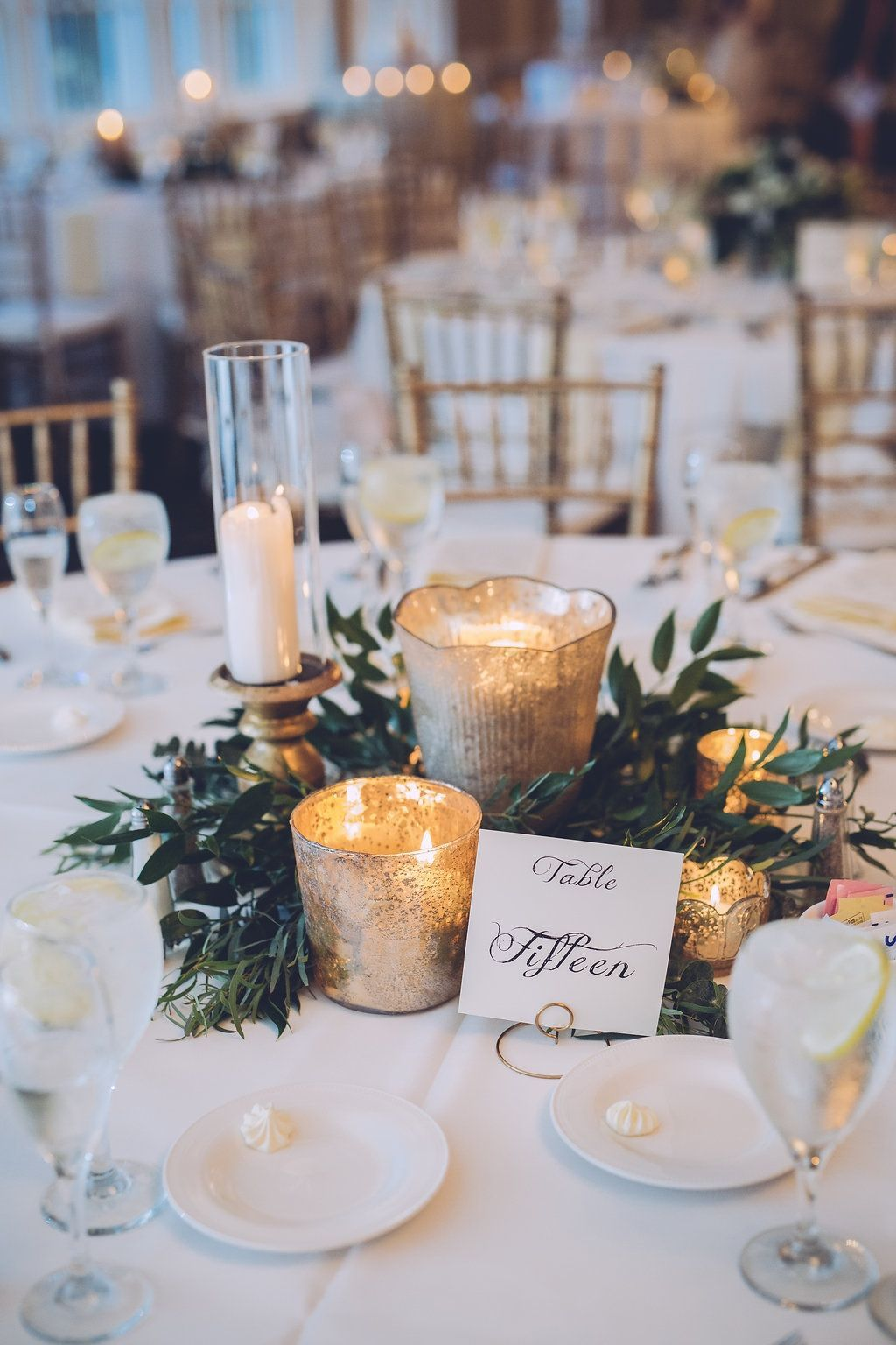 16 easy rustic centerpieces for winter christmas table decorations