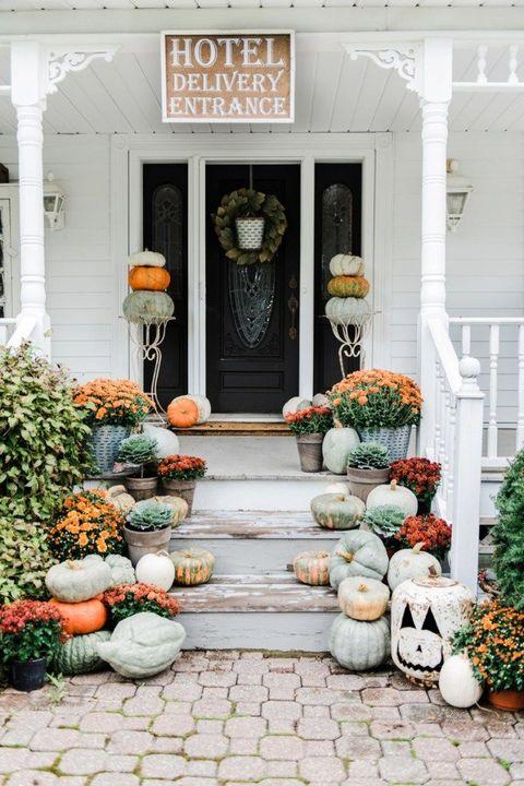 rustic farmhouse outdoor halloween decorations