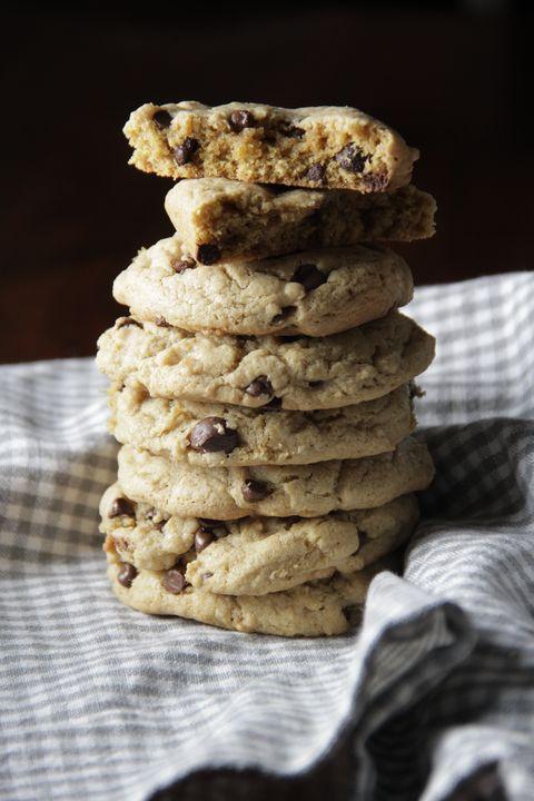 Food, Cookies and crackers, Chocolate chip cookie, Snack, Dish, Cookie dough, Cookie, Dessert, Oatmeal-raisin cookies, Cuisine,